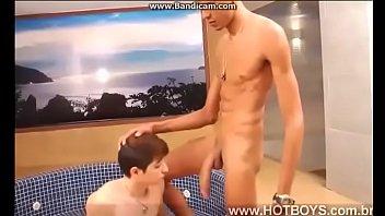 teen gay2020 เห็นแค่ควยตอนอ่อน ขี้แทบแตก ยังไม่แข็งนะเนี้ย นึกสภาพ ควยเท่าแขน เย็ดตูดเด็กดิครับ