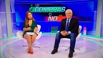 Ana Caty Hernández Goribuena En Minivestido Verde Piernona - YouTube (720p)