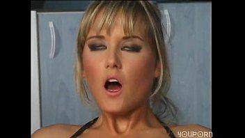 Nikki Montana babe fucks in fishnets and heels Thumb