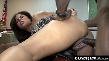 Lusty ebony Jasmine Blaze gagging on bbc and getting fucked
