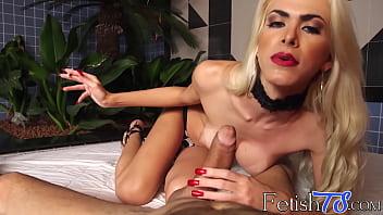 Busty tranny Barbara Perez smoking ciggs and blowing dick