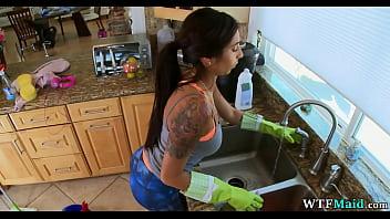 Nice Maid in yoga pants porno izle