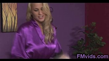 Alanah Rae sexy handjob