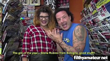 Double Penetration for the newsvendor! Slut from Bologna!