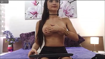 SarithaBrown - you'll love how I dance slow and sexy- webcam model