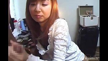 生中出しNTRセックス!バツイチ恵子さん35才!年下彼氏に内緒で他人棒!手コキ!