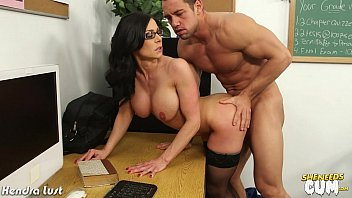 Sexy Kendra Lust gets facialized