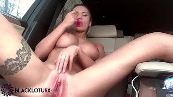 Luxury Blonde Masturbate Pussy Sex Toy in the Car - Public Solo صورة