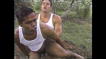 เกย์ออนไลน์สองหนุ่มคู่เงี่ยนพากันมาเย็ดตูด ในป่าตั้งกล้องเย็ดสุดเสียว