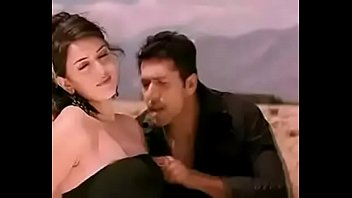 Haniska boobs touch by jayam ravi in engeyum kaadh