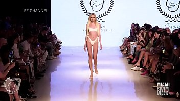 Nacked Fashion Show In Paris