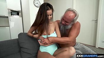 are chiloti sa vede prin colanti o fute sex pustoaice futute de mosi de 70 ani