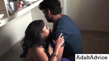 Desi Bhabhi Sex | पड़ोसी युवा लड़के नवीनतम रसोई रोमांस के साथ सुंदर पत्नी रोमांस Vorschaubild