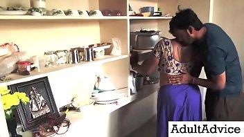 Desi Bhabhi Sex | पड़ोसी युवा लड़के नवीनतम रसोई रोमांस के साथ सुंदर पत्नी रोमांस