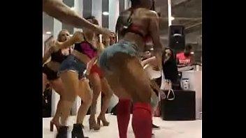 Gracyanne Barbosa Dança do Palco do Arnold Classic South America(2018) com Gostosas ao Som de MC WM - Fuleragem   Os Africanos - Pumba la Pumba