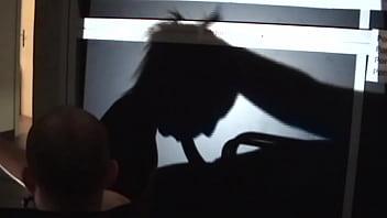 La actriz pamela sanchez le hace una felacion a la polla y a los dedos de su pareja jesus sanchez en este juego de sombras