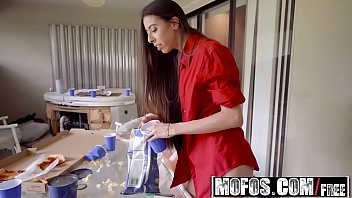 Mofos - Latina Sex Tapes - (Victoria Vargaz) - Loud Neighbor Apologizes With