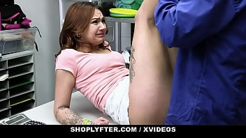 Petite Teen Suspect Mia Kay Gets Deep Cavity Search In The Backroom 12分钟