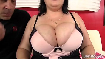 Big chubby titties Bunny de la cruz uses her big titties and gets fucked