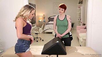 Ultra hot bubble butt massage - Bree Daniels, Mia Malkova
