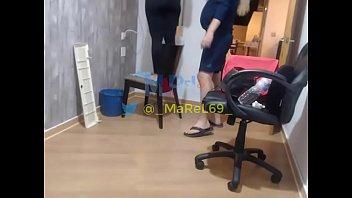 Amateur technician Marel69 - caliento al tecnico del aire acondicionado mientras me lo arregla. grabado con cámara oculta