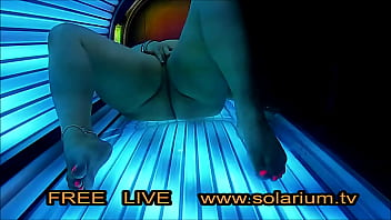 BBW super fat Girl masturbates in Live Voyeur solarium.tv