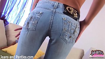I need help squeezing out of these skinny jeans