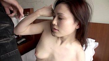 色白な美乳娘がピンク色したエッチなマンコを濡らして感じまくる濃厚セックス