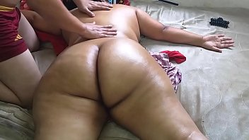 Naken milf - Hire a massage service where they finished massaging me naked and enjoy while the masseuse saw me naked