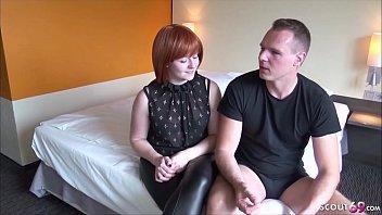 Rdečelasa nemka posname domač porno film