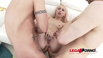 The Asshole Magician - 3 Monster Cocks vanish inside of Kira Thorn