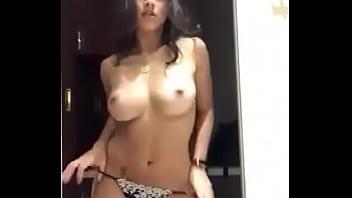hot sexy beautiful Indian girl dancing on Rashke Kamar song bollywood song