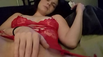Amateur brunette playing with her pussy