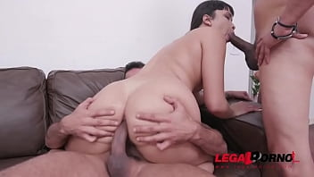 Lina Nakamura first time drinking piss YE036