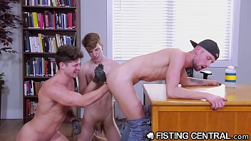 Extremely good looking twinks Fistingcentral college boys take turns sucking, fucking fisting