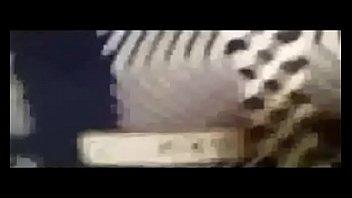 بتدخل الحمام تاخد شور وتسخن نفسها وتنطر سبعه ونص على السريع صورة