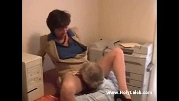 Mature lady gets laid