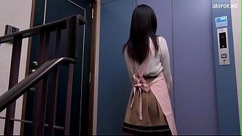 Iori Kogawa ดาวโป๊ญี่ปุ่นหุ่นดีลีลาเด็ด รับงานแม่บ้านพร้อมขายหีเซอร์วิสคนแก่ ควยเหี่ยวก็ชักจนแข็งดูดสดโม้กสักทีก่อนเย็ดหีแตกใน