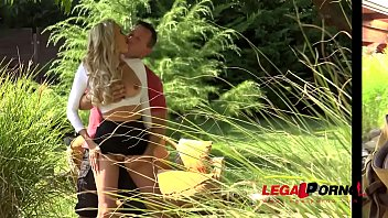 Sperm in air - Loads of cum all over blonde milf amber jaynes pussy after outdoor fuck gp360