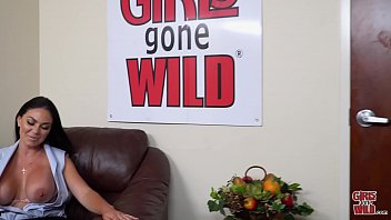 GIRLS GONE WILD - Busty Babe Brooke Beretta Plays With Her MILF Pussy - 69VClub.Com
