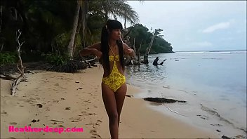 HD Thai teen Beach day outdoor giving deep throat throatpie
