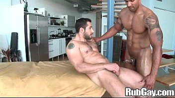 Hung gay bear - Rubgay bear guy massage