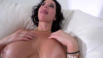Hardcore Pastimes: Squirting Milf Fucked On The Couch!