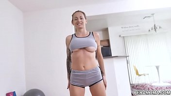 Stepmom Natasha Starr shows off her beach ready body
