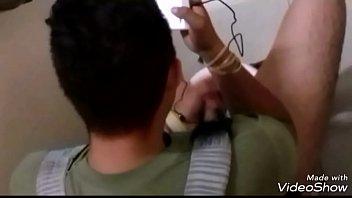 Espiando a hetero pajero en un baño publico de CDMX