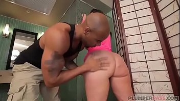 Sexy Big Booty White Girl Vanessa Blake Takes It In The Ass