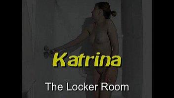 Porn Star Katrina nuda e bagnata sotto la doccia