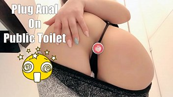 Stupid stripper youtube video - Safada gostosa masturbando no banheiro do shopping usando plug anal dildo chupando gostoso, butt plug masturbating in public