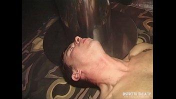 BDSM con frustate, pisciate e cera calda allo swinger