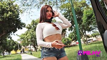 Kendra Furtado anfitriona peruana pillada en la calle... vedette sumisa por dinero y un iphone 12.